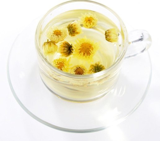 Making-Chrysanthemum-Tea